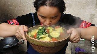 苗大姐煮五六南瓜来吃,别人以为是猪食,她吃得香香