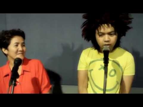 Сын и мать красиво поют