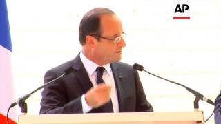 Hollande meets Senegal president, welcomes Europe