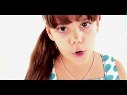 CARMEN GONZÁLEZ ARANDA - Gino il mandarino e l'amica Vitamina (official videoclip)