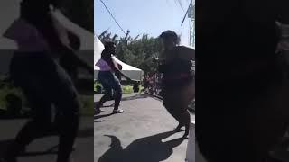 Толстые девушки танцует 😂😂😂