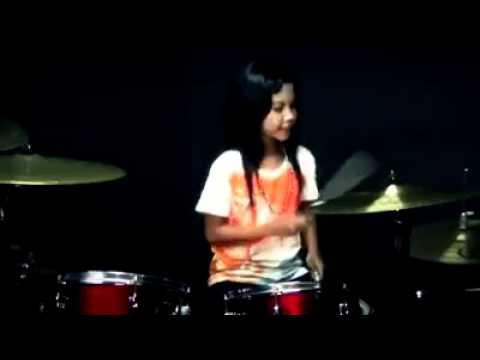 Cover Lagu young girl dangdut drummer STAFABAND