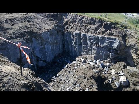 Blasting a presplit in Granite