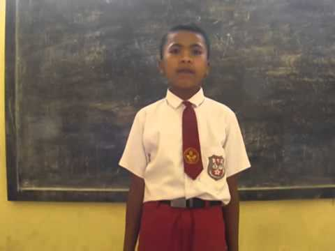 Video lucu - anak sd nyanyi garuda pancasila!!