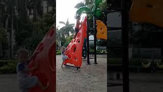 Bé vui chơi cầu trượt - trò chơi bổ ích cho trẻ em