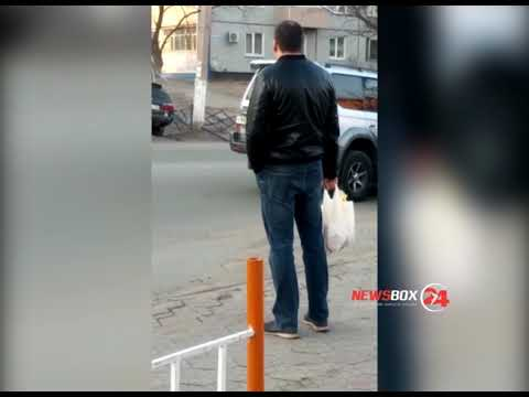 В Партизанске лихач на универсала снес железный забор и приземлился в овраге