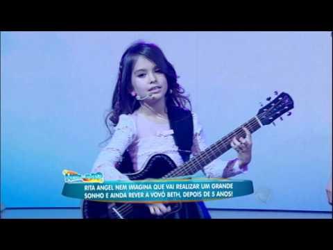 Muita fofura! Rita Angel canta e encanta no palco do Rodrigo Faro