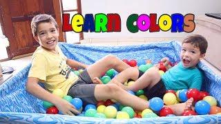 Aprendendo as cores na piscina de bolinhas - Learn Colors with Rafael