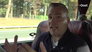 Politie controleert bellende chauffeurs rondom Zwolle vanuit een touringcar