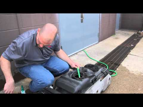 How to Properly Clean the Inside and Outside of a Vehicle Fuel Tank