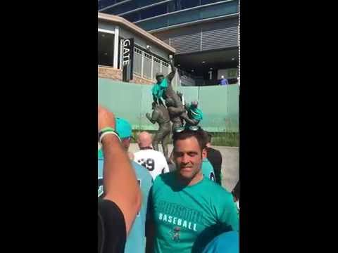 Coastal Carolina alumni players take over Omaha statue