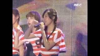 少女時代(SNSD) ステージでグダグダのユリ!!♡...ヒョヨン巻き添え。 thumbnail