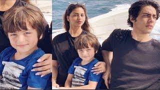 Shahrukh Khan Holidaying With His Family In Maldives   Suhana   Aryan And Abram Khan