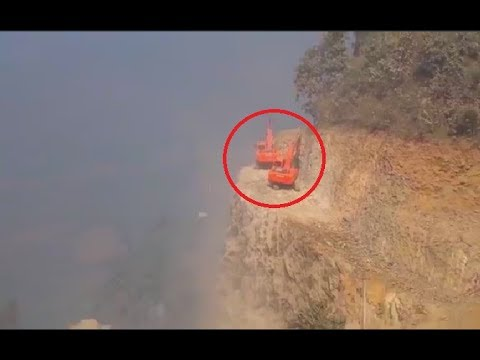 Heavy Equipment Excavators Accident & Incredible Trucks Fails