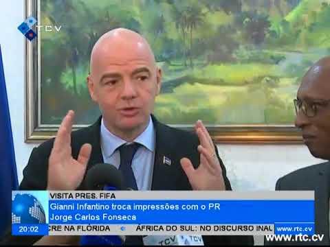 Presidente da FIFA, Gianni Infanti, troca impressões com o Presidente da Republica Jorge Carlos Fons
