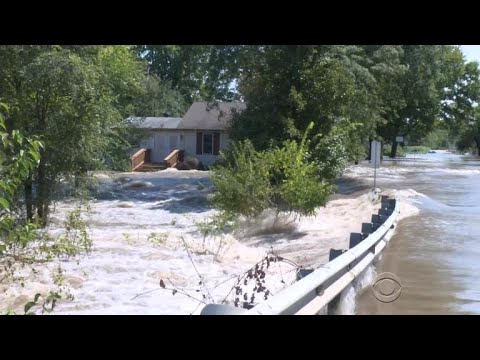 1 dead after heavy rain swamps Kansas City area