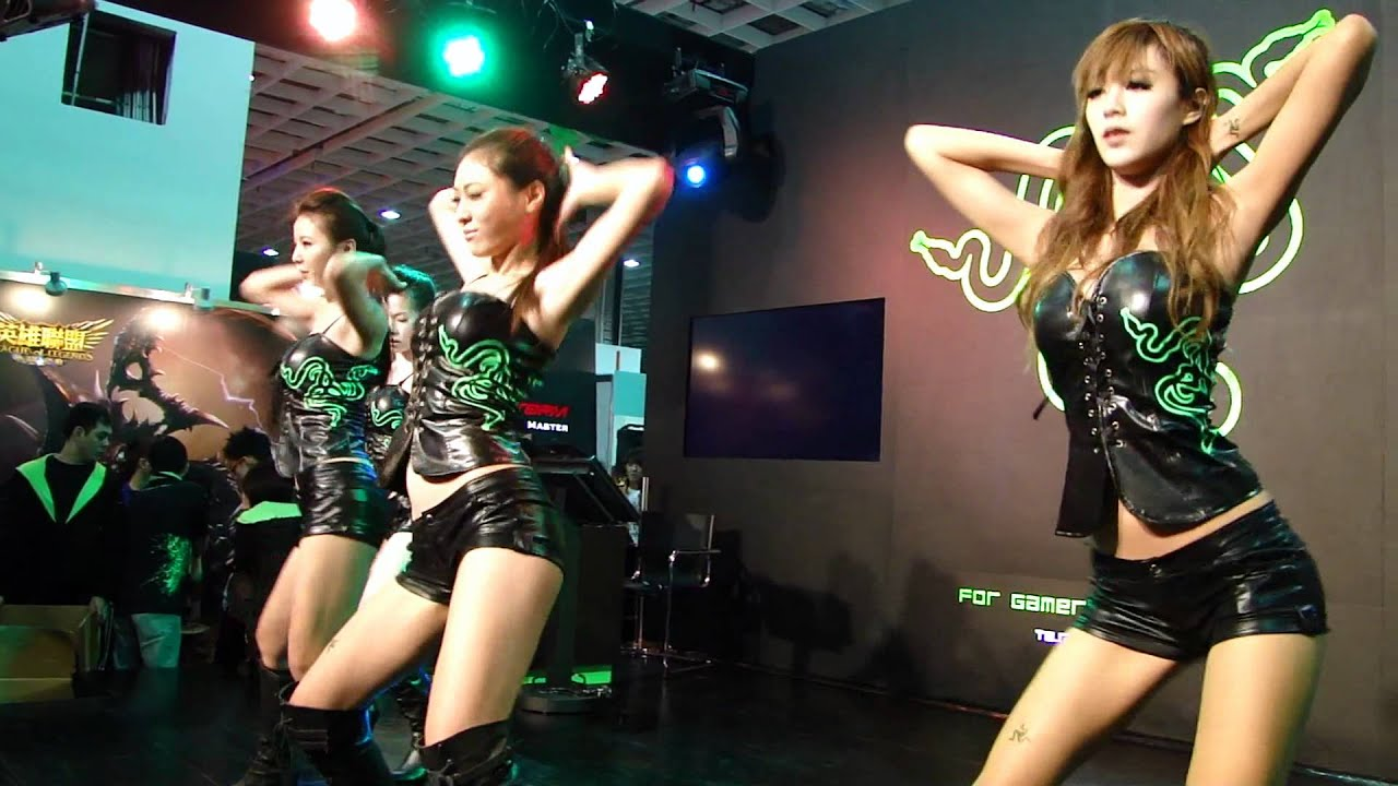 2012.02.05-2012國際電玩展TGS Razer開場舞(長曲).MP4 - YouTube
