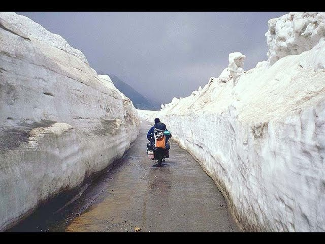 Way to Rothang pass , Manali , Himachal Pradesh , India tourism