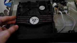 DVD! Причина когда диск не извлекается из дисковода  или сам dvd с ним играется