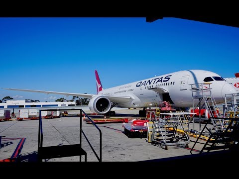 Brand New Qantas 787-9 Dreamliner Business Class Review - Sydney to Melbourne