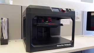 الصواميل والمسامير من الطباعة 3D مع المكرر MakerBot طابعة سطح المكتب 3D