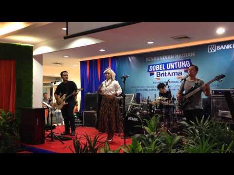 Cut Ika Liana Feat ARF Band - Let it Go