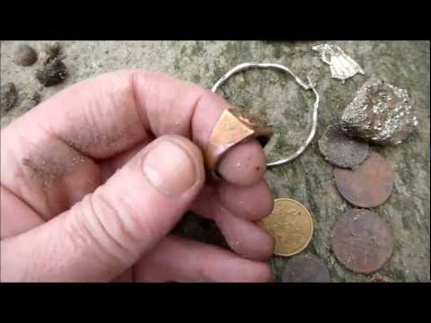 Metal Detecting/Mudlarking at Westminster on the Thames: Roman brooch Big Ben sounding