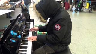 Mystery Person Improvises Beautiful Song at the Station Piano