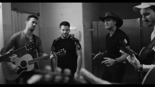 """Backstage at Soul2Soul: Tim McGraw and The Shadowboxers cover Leo Sayer """"More Than I Can Say"""""""