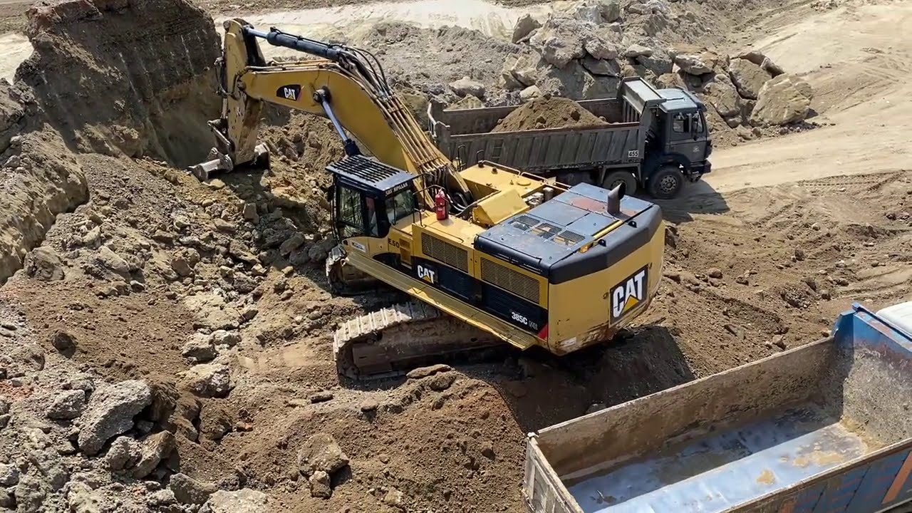 Caterpillar 385C Excavator Loading Trucks