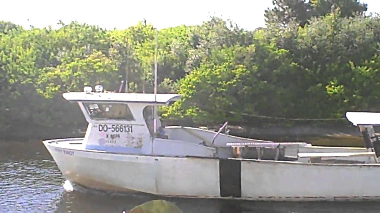 Stone crab boat youtube for Crab fishing boats for sale