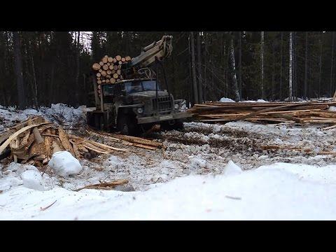 Урал лесовоз С каждым днём дороги всё хуже и хуже  Весна однако...