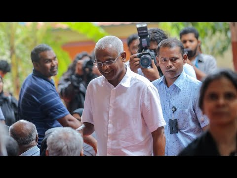 مرشح المعارضة في المالديف يفوز بالانتخابات الرئاسية ويزيح عبد الله يمين  - نشر قبل 2 ساعة
