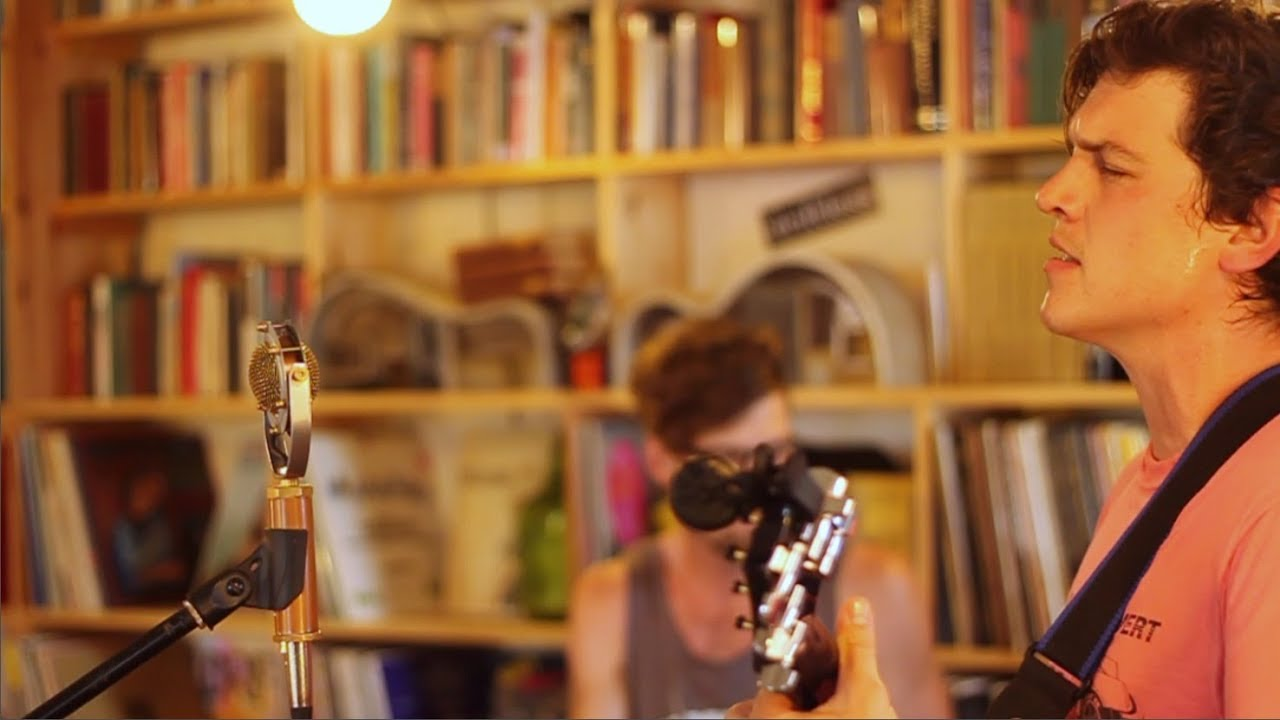 Thomas & the Shakes (Breathe, Relax): The Bookstore Sessions