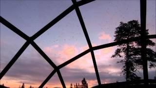 フィンランドのガラスイグルーに宿泊した時に、朝焼け雲をタイムラプス...