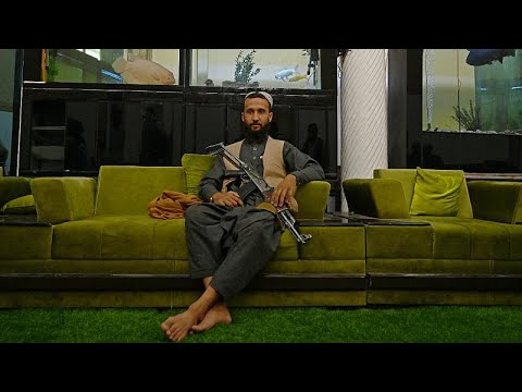 شاهد: مقاتلو طالبان يتنعمون بالترف في قصر أحد ألد أعدائهم السابقين…  - نشر قبل 2 ساعة