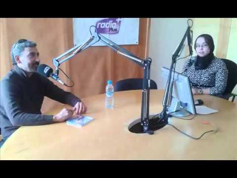 الفنان حميد إنرزاف مع المذيعة حفيظة تعيب على راديو بلوس.