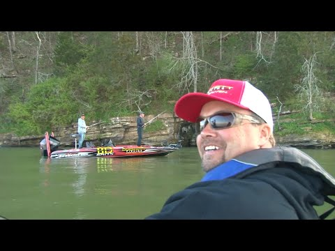 I Found Boyd Duckett Crappie Fishing On Lake Guntersville While Filming Timmy Horton Outdoors !!