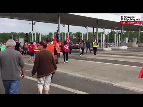 VIDÉO. Les Cheminots Offrent Le Péage à Poitiers Sud