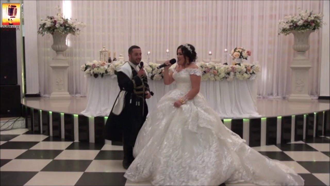 ქორწილი იწყება მეფე პატარძლის სიმღერით საკუთარი ბედნიერება