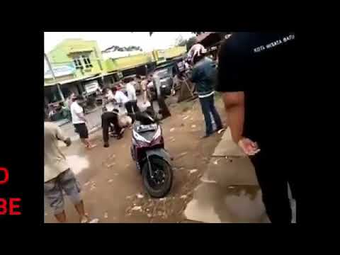 Lagi Lagi Viral Dua Sejoli Mesum Di Dalam Mobil Di Grebek Polisi Sama Warga