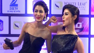 Mouni Roy And Sriti Jha Funny Moments At Zee Gold Awards 2016