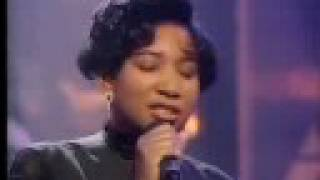 "Massive Attack featuring Shara Nelson - Unfinished Sympathy (Live on ""Top Of The Pops"", 14-3-91)"