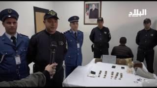 شاهد/ توقيف مسافر معاق حركيا في مطار هواري بومدين كان بصدد تهريب الذهب عبر رجله الاصطناعية