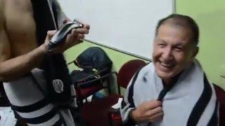 CHICHARITO RAPA A JUAN CARLOS OSORIO POR APUESTA