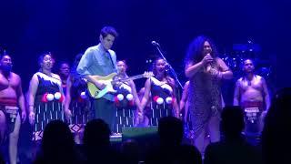 John Mayer opens with How Great Thou Art + New Zealand Kapahaka performance