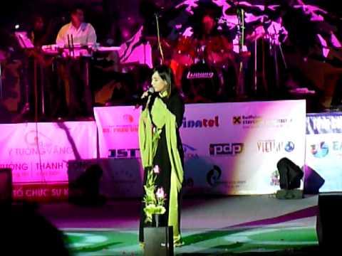 Phi Nhung - Nửa Vầng Trăng - Live Show Praha 2010