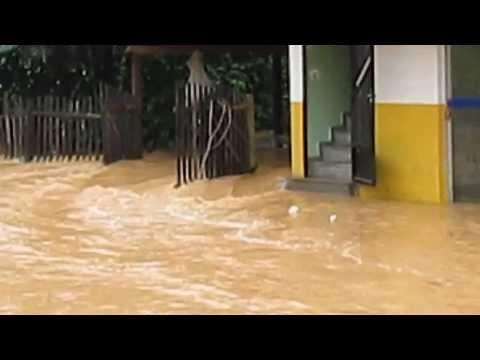 Enchente as 8hs em Rio Bananal-E.s