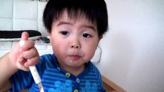 初めてのケーキを食べた瞬間、彼の頭の中で化学変化が起きたようです(...