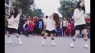 Ba Cô bé nhảy 'điệu nhảy say rượu' làm xôn xao phố đi bộ Hà Nội.